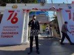 gerbang-istana-merdeka-dan-polisi-pejuang-di-mapolsek-sukolilo-surabaya.jpg