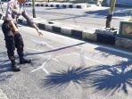 gresik-polisi-melakukan-olah-tkp-di-lokasi-kecelakaan-di-jalan-raya-veteran.jpg