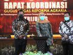gubernur-jatim-khofifah-indar-parawansa-bersama-kepala-kantor-bpn-jatim.jpg