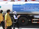 gubernur-jatim-khofifah-indar-parawansa-menerima-bantuan-9-ton-oksigen.jpg