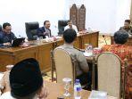 gubernur-jatim-kumpulkan-perwakilan-lima-daerah-bahas-imunisasi-mr_20170927_222918.jpg