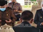 gubernur-jatim-saat-berdoa-di-pusara-bung-karno-senin-11102021.jpg