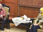 gubernur-jawa-timur-khofifah-indar-parawansa-bertemu-presiden-direktur-susilo-wonowidjojo.jpg