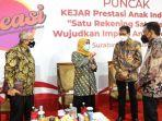 gubernur-khofifah-dalam-acara-kejar-prestasi-anak-indonesia-satu-rekening-satu-pelajar.jpg