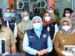 gubernur-khofifah-di-sela-kunjungan-kerjanya-memantau-vaksinasi-covid-19-di-mojokerto.jpg