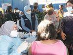 gubernur-khofifah-memantau-serbuan-vaksinasi-di-jombang.jpg