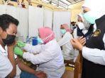 gubernur-khofifah-meninjau-vaksinasi-covid-19-untuk-pelajar-di-mojokerto.jpg