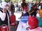 gubernur-khofifah-saat-meninjau-vaksinasi-di-islamic-center.jpg