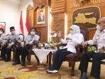 gubernur-khofifahdan-kepala-dinas-pendidikan-provinsi-jatim.jpg