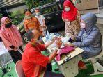 guru-dan-karyawan-smp-muhammadiyah-4-surabaya-terima-vaksin.jpg