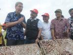 gus-ipul-janji-bantu-mesin-pengolah-limbah-kerang-untuk-nelayan_20170210_195702.jpg
