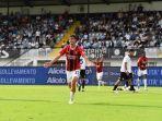 hasil-dan-klasemen-liga-italia-anak-paolo-maldini-bawa-i-rossoneri-ke-puncak-salip-napoli-inter.jpg