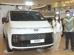 hyundai-motors-indonesia-di-surabaya-meluncurkan-seri-baru-staria.jpg