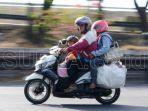 ilustrasi-pemudik-mengendarai-sepeda-motor-mudik-lebaran.jpg