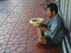 ilustrasi-pengemis-dan-kemiskinan_20160916_233354.jpg