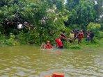 im-bpbd-bersama-masyarakat-membersihkan-aliran-sungai-di.jpg