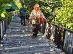 jalan-bambu-di-kawasan-mangrove-wonorejo-surabaya.jpg