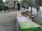 jalan-beton-yang-dibangun-di-atas-puluhan-makam.jpg