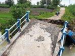 jembatan-putus-di-dusun-tretes-desa-suru-kecamatan-dawarblandong-dua.jpg