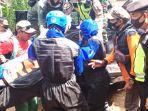 jenazah-survivel-pendaki-gunung-lawu-asal-kabupaten-wonogiri-di-evakuasi-tim-bpbd.jpg