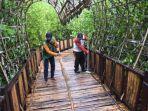 jogging-track-mangrove-wonorejo-licin-saat-hujan.jpg