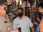 kapolres-pasuruan-akbp-erick-frendriz-membagikan-masker-kepada-pengunjung-pasar.jpg