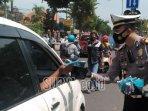 kasatlantas-polres-bangkalan-di-sepanjang-jalan-soekarno-hatta-rabu-23122020.jpg