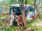 kecelakaan-bus-di-jalan-raya-malang-pasuruan.jpg