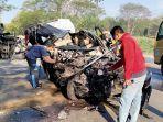 kecelakaan-maut-isuzu-panther-dan-truk-di-jalur-pantura-tuban.jpg