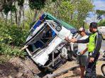 kecelakaan-truk-di-jalur-hutan-situbondo.jpg