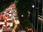 kemacetan-di-jalur-a-yani-menuju-bundaran-waru-surabaya_20171222_211940.jpg