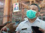 kepala-dinas-kesehatan-kabupaten-tulungagung-dr-kasil-rokhmat-baju-putih.jpg