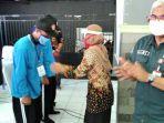 kepala-dinas-sosial-pemprov-jatim-dr-alwi-saksikan-penyematan-tanda-peserta-simulasi-karang-taruna.jpg