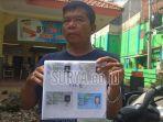 kerabat-menunjukkan-kartu-identitas-isman-anggota-linmas-kelurahan-surodinawan.jpg