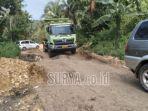 kerusakan-jalan-di-desa-srigonco-kecamatan-bantur-kabupaten-malang-jalan-rusak-diperbaiki.jpg