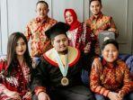 ketua-dprd-surabaya-armuji-bersama-keluarga.jpg