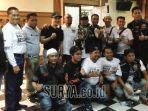 ketua-harley-davidson-club-indonesia-hdci-surabaya-toni-wahyudi-bersama.jpg