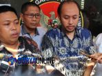 ketua-panwaslu-lamongan-tony-wijaya-batik-biru_20180502_231941.jpg