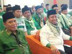 ketua-umum-dpp-ppp-hm-romahurmuziy-mengenakan-baju-putih-kombinasi-hijau.jpg