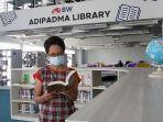 koleksi-buku-di-perpustakaan-adipadma-library-iik-bhakti-wiyata-kota-kediri.jpg