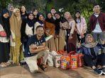 komunitas-pegiat-nasi-bungkus-surabaya-dalam-sebuah-kegiatan.jpg