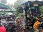 kondisi-truk-trailer-dan-bus-yang-terlibat-tabrakan-di-jalan-raya-nasional-lumajang-surabaya.jpg