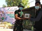 lembaga-aksi-cepat-tanggap-act-membagikan-paket-daging-kurban-di-kota-surabaya.jpg