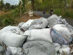 limbah-b3-yang-ditemukan-di-desa-pucangan-kecamatan-kauman.jpg
