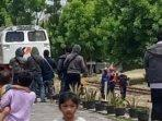 lokomotif-kereta-api-melakukan-aktivasi-rel-di-kelurahan-indro-kabupaten-gresik.jpg