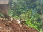longsor-di-pacitan-merusak-rumah-dan-musala-serta-pohon-cengkeh_20170209_200359.jpg