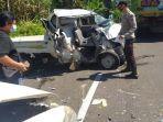 lumajang-polisi-saat-akan-mengevakuasi-mobil-pick-up-yang-terlibat-dalam-kecelakaan.jpg