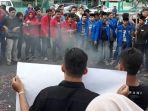 mahasiswa-pmii-dan-gmni-peringati-20-tahun-reformasi_20180521_231829.jpg