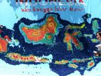 mahasiswa-ubaya-bikin-peta-indonesia-dari-tutup-botol-air-mineral_20180419_210722.jpg