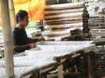 maryanto-peternak-cacing-di-tulungagung.jpg